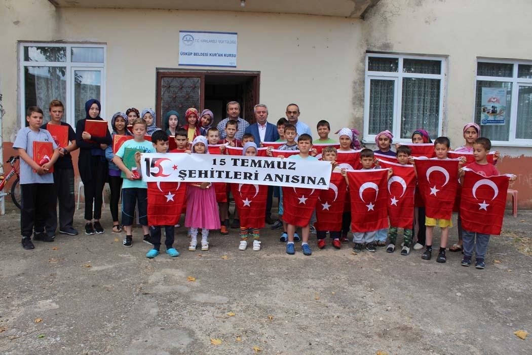 15 Temmuz Anısına Kuran Kursu Öğrencilerine Türk Bayrağı ve Kuran-ı Kerim...